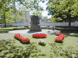 Vabadussõja mälestussammas Kuressaare kesklinnas. Foto: Lilian Hansar, 2006.