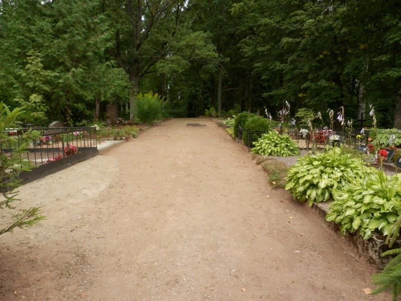 Vaade kalmistu kesksele kõnniteele Foto Anne Kivi 30.07.2013