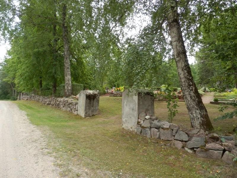 Vaade kalmistu  II sissepääsule Mõisaküla- Jäärja teelt Foto Anne Kivi 30.07.2013