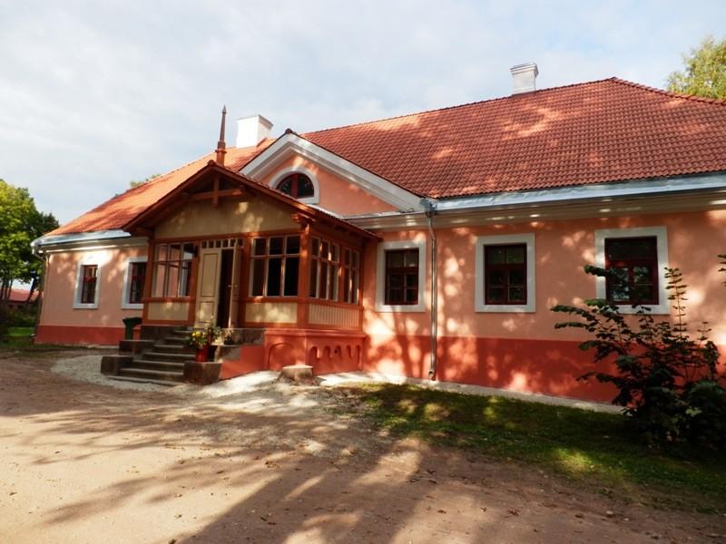 Karksi mõisa valitsejamaja eestvaade Foto Anne Kivi, 10.09.2013