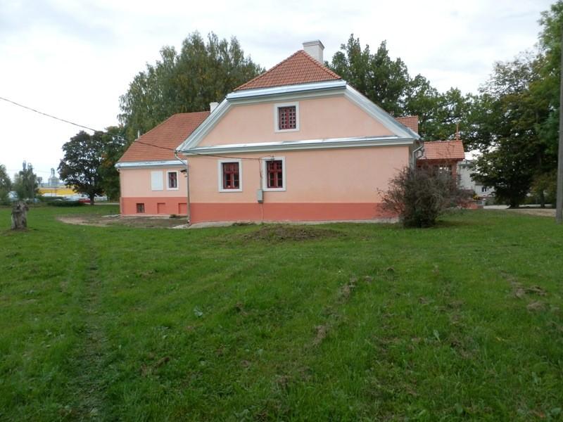 Karksi mõisa valitsejamaja otsavaade Foto Anne Kivi, 10.09.2013