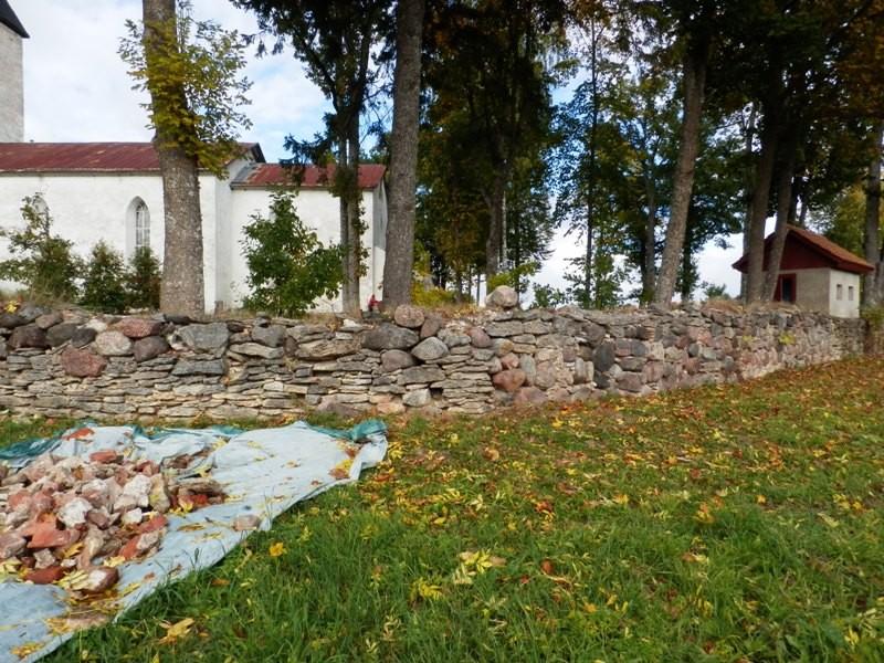 Vaade Pilistvere kirikuaiale kagust Anne Kivi 24.09.2013