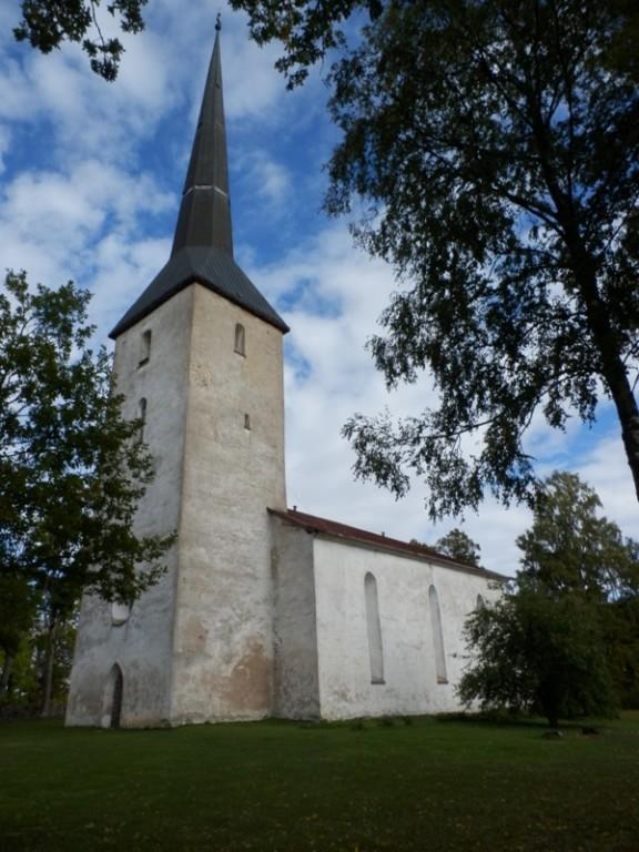 Vaade Pilistvere kirikule edelast. Foto: Anne Kivi, 24.09.2013