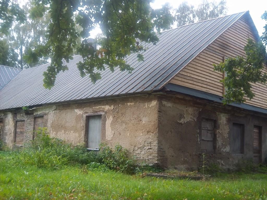 Kohila mõisa tall-tõllakuuri vaade kirdesuunast. K. Klandorf 19.09.2013.