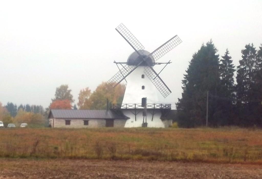 """Valtu mõisa """"Puraviku"""" tuuleveski. K. Klandorf 08.10.2013."""