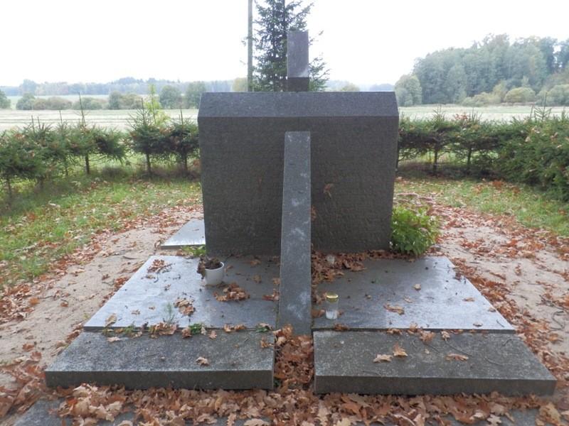 Mälestusmärk Kolga-Jaani kalmistul Foto Anne Kivi 20.09.2013
