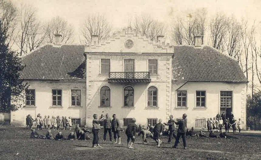 Lööne mõisa peahoone. Koolimaja 1929. Jaan Vali erakogu.