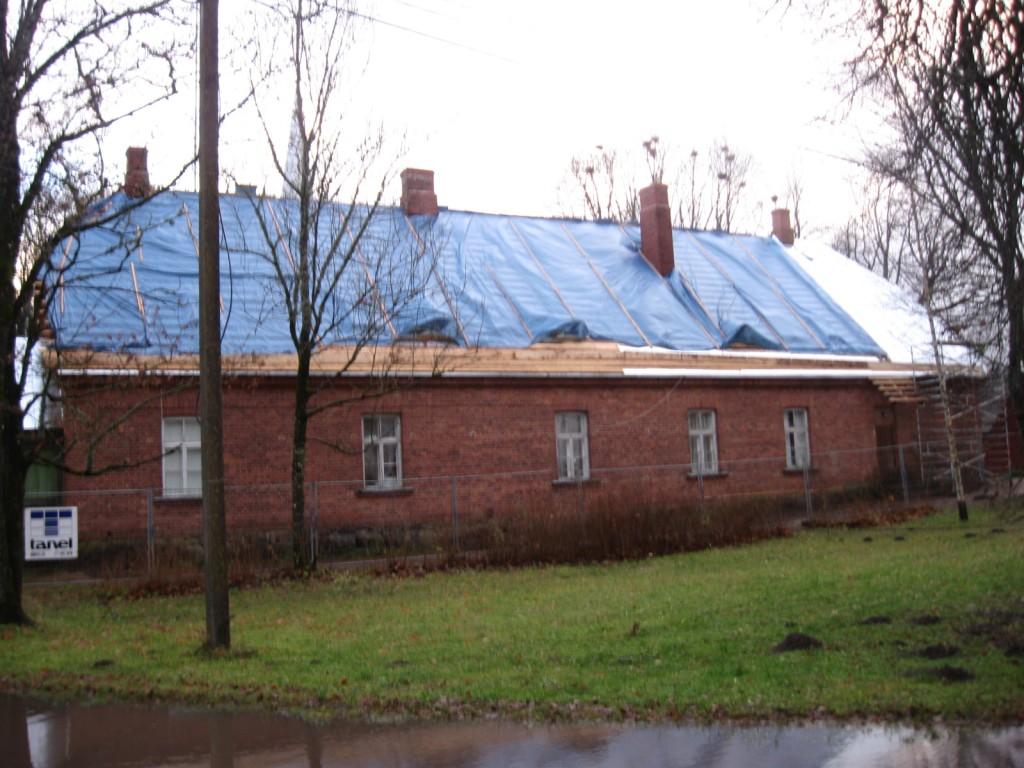 Maarja- Magdaleena pastoraadi peahoone tagakülg pärast katuse restaureerimist  Foto: Sille Raidvere  Kuupäev: 13.11.2010