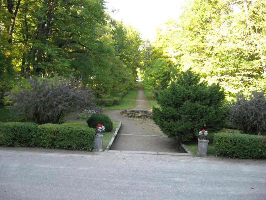 Puurmani mõisa pargi esiväljak purskkaevuga  Foto: Sille Raidvere  Kuupäev: 23.09.2008