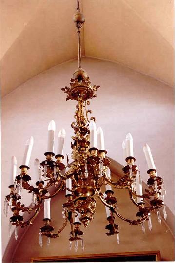 Kroonlühter. 19. saj. (pronks, kristall) Foto: Jaanus Heinla, 2003