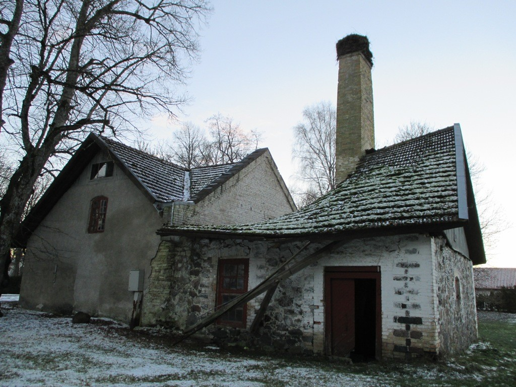 Järlepa mõisa ait-kuivati, vaade põhjasuunast. K. Klandorf 02.12.2013.