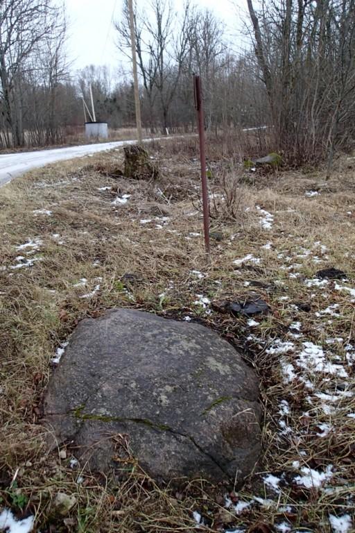 Kultusekivi, reg nr 10593. Lohukivi põhjast. Foto: M. Abel, 03.12.2013.