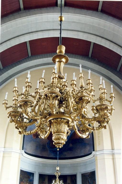 Kroonlühter. 19. saj. (metall, puit, kips, papjeemašee, pronksvärv) Foto: Jaanus Heinla, 2000