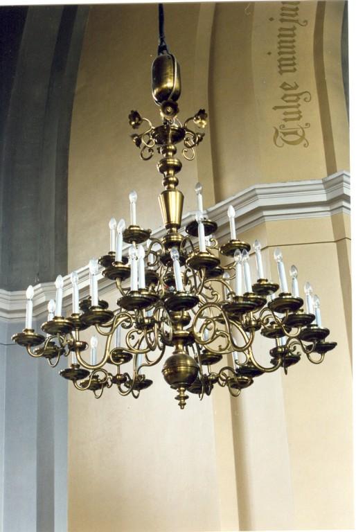 Kroonlühter. E. Drossi töökoda, kingitud 1906 (messing) Foto: Jaanus Heinla, 2000