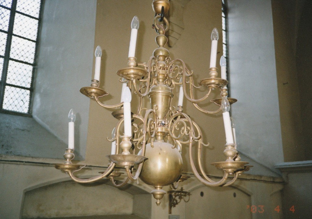 Kroonlühter kaheteistkümne tulega. 1648 (messing)  Foto: L. Krigoltoi, 2003