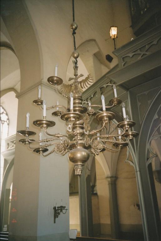 Kroonlühter lõvipea ja kahepealise kulliga, seitsmeteistkümne tulega. 1664 (messing)  Foto: L. Krigoltoi, 2003