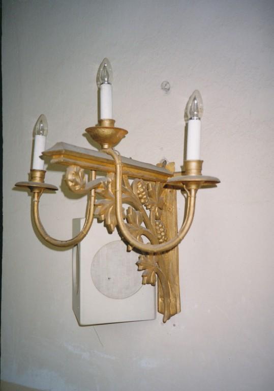 Seinalühter kolme tulega. 19. saj. (valutsink, pronksvärv) Foto: L. Krigoltoi, 2003