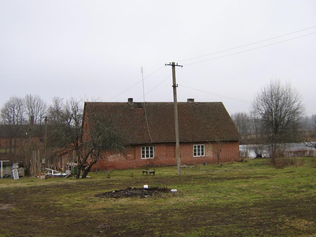 Vaade Õisu mõisa moonakatemajale Autor A.Kivi 21.03.2007