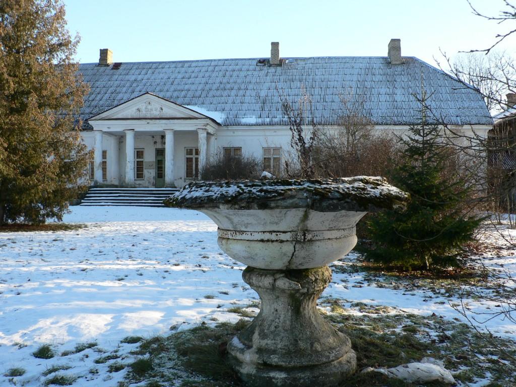 Käravete mõisapargi vaas 2 (lõunapoolne, vaade läänest).  Autor Tavo Tamm  Kuupäev  28.01.2008