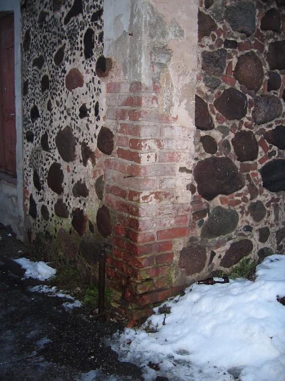 Staadioni 4 niiskuskahjustus  Autor Egle Tamm  Kuupäev  04.12.2007