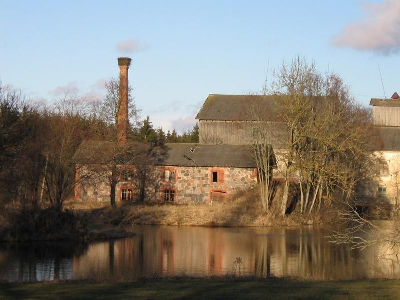 Vohnja mõisa kuivati.15694. vaade edelast üle tiigi  Autor Anne Kaldam  Kuupäev  25.02.2008
