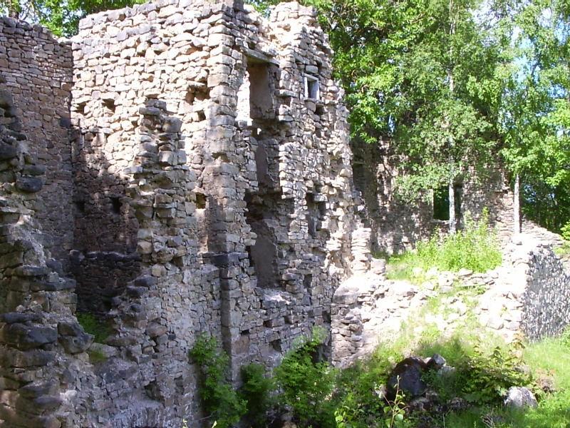Pööravere varemed seest    Autor Tarvi Sits    Kuupäev  11.06.2004