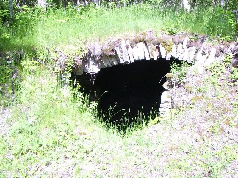 Viinavabriku kelder    Autor Tarvi Sits    Kuupäev  11.06.2004