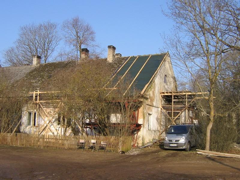 Pada mõisa valitsejamaja reg. nr. 16036. vaade lõunast hoone idapoolsele osale.  Autor Anne Kaldam  Kuupäev  11.03.2008