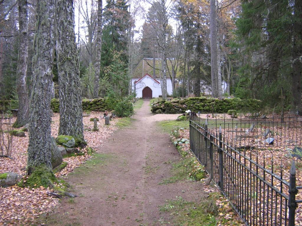 Esku kalmistu, reg. nr 5797. Vaade idast. Foto: I. Raudvassar, kuupäev 23.07.2007