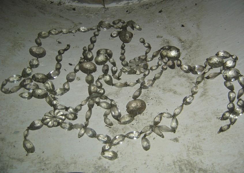 Kroonlühter. 18.saj. II pool (klaas, kristall). Tilgutid. Foto. S.Simson 20.08.2006