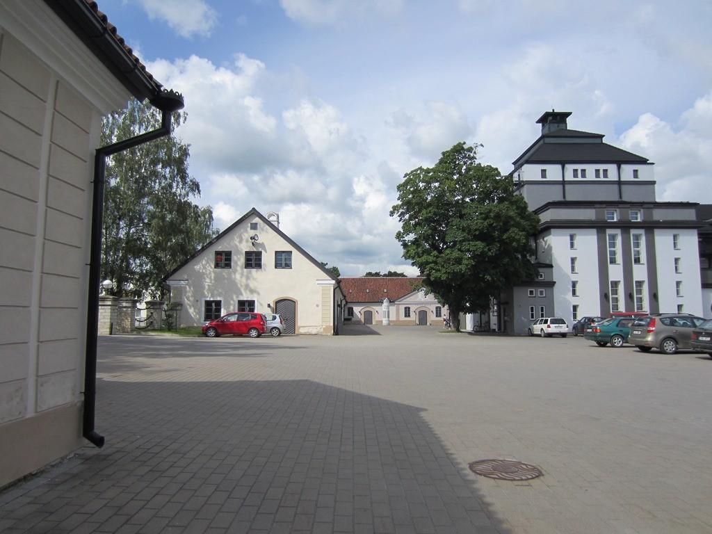 15725 Rakvere mõisa tall, vaade idast, teatri siseõues.Foto: Anne Kaldam 27.06.2014