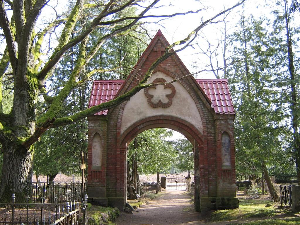 Paistu kalmistu värav  Autor A.Kivi  Kuupäev  04.04.2008