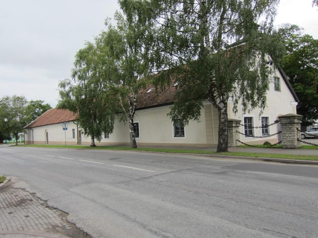 15725 Rakvere mõisa tall, vaade Kreutzwaldi tänavalt Foto: Anne Kaldam 01.07.2014