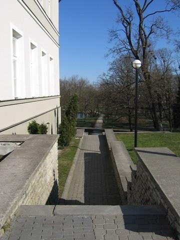 Rakvere mõisa park : 15723. vaade parki- lõunast , mõisa peahoone kõrvalt.  Autor ANNE KALDAM  Kuupäev  22.04.2008