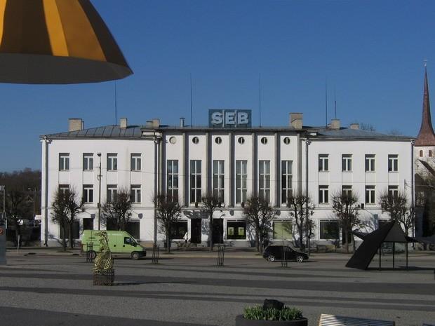 Rakvere pangahoone :15738  vaade idast-Rakvere keskväljakult  Autor ANNE KALDAM  Kuupäev  23.04.2008
