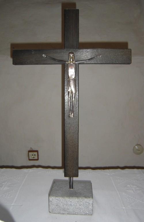 Altarikrutsifiks. Rootsi töö, kingitud 1990 (hõbe, puit, kivi) Foto: S.Simson 02.10.2005