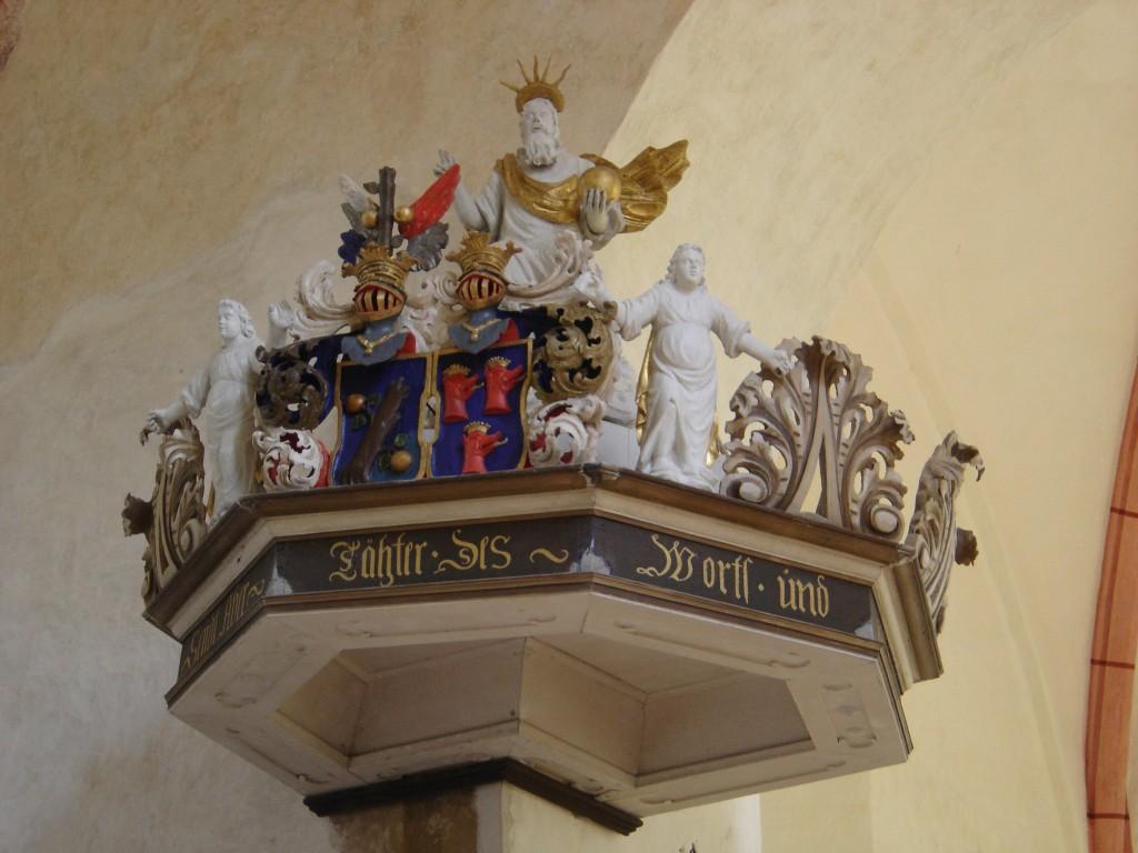 Kantsel. D. Walter, kingitud 1709. Kõlaräästas. Foto: S.Simson 22.05.2007