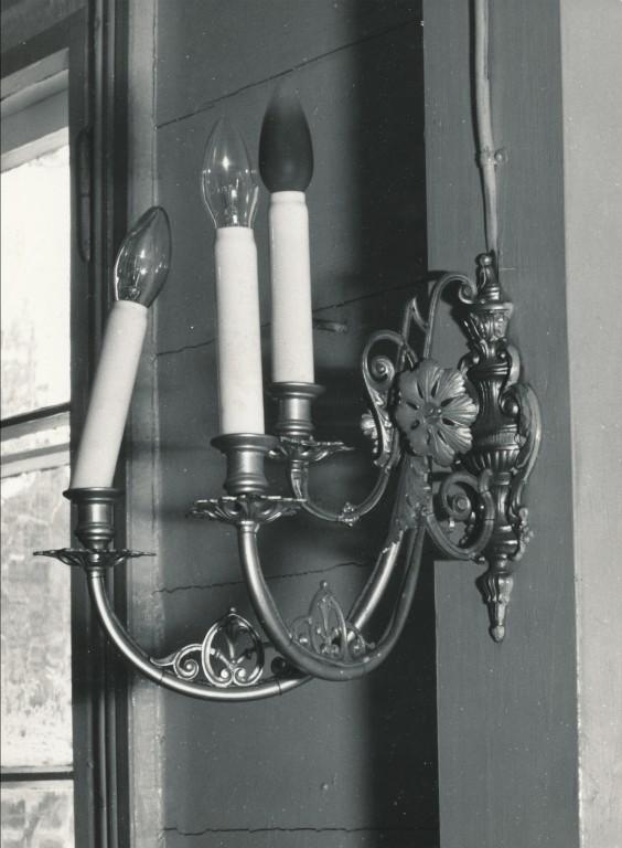 Seinalühter kolme tulega. 19/20. saj. Foto: I.Jõudvald 03.03.1981
