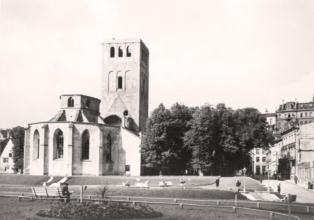 Niguliste kirik 1940. aastate lõpus/1950. aastate alguses. Foto Tallinna Linnamuuseum (TLM F 2411).