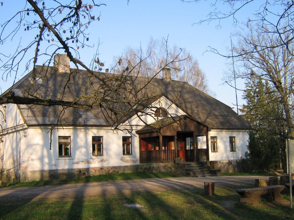 Karksi mõisa valitsejamaja eestvaade  Autor A.Kivi  Kuupäev  27.04.2008