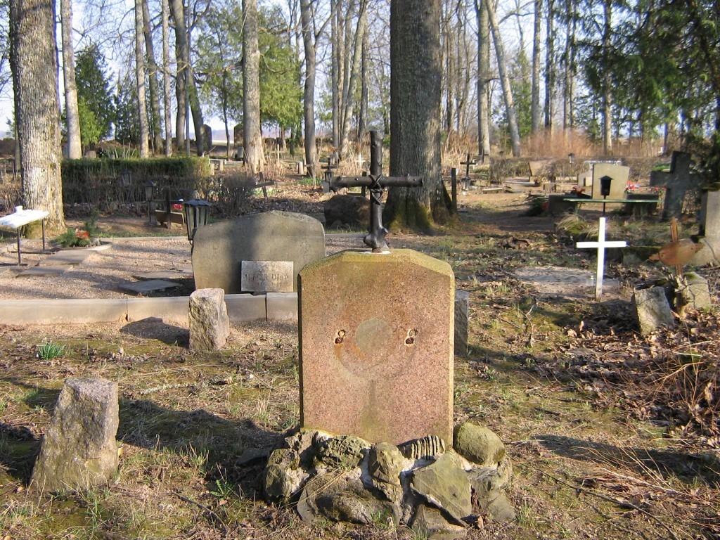 Kitzbergi vanemate hauatähis Halliste kalmistul Autor A.Kivi  Kuupäev  10.04.2007