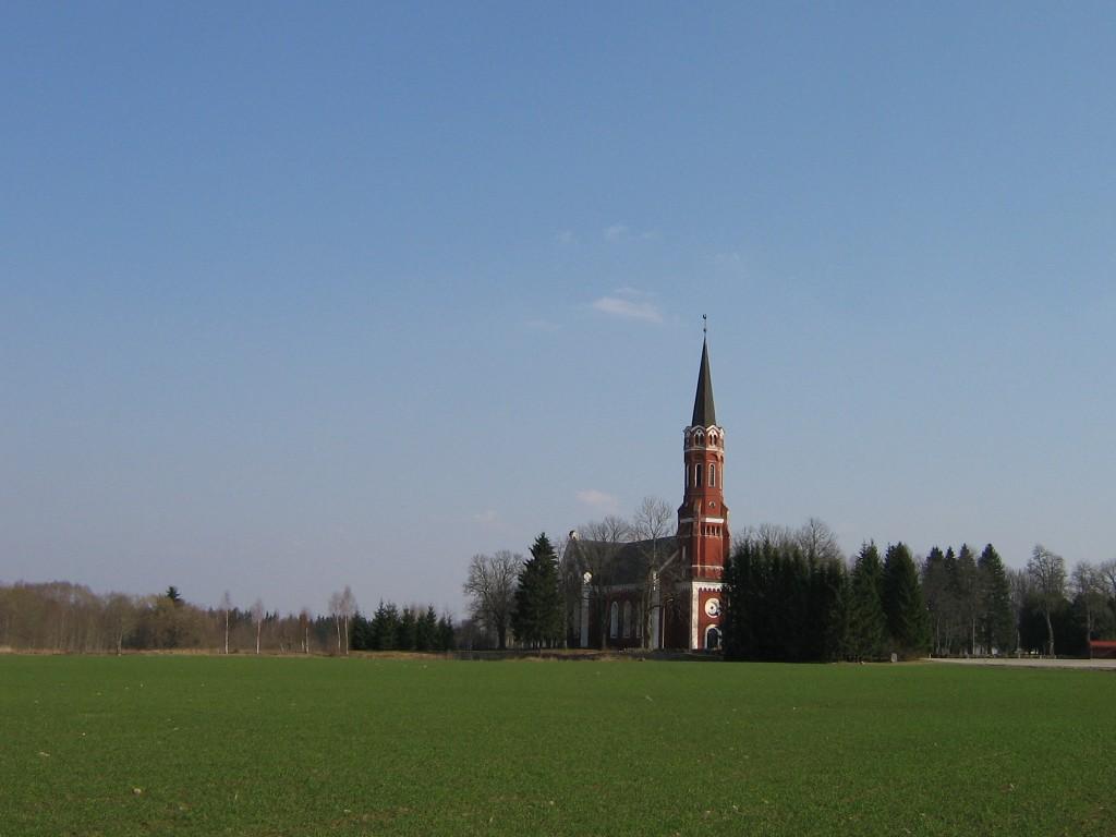 Vaade kirikule. Foto: Anne Kivi, 30.03.2007