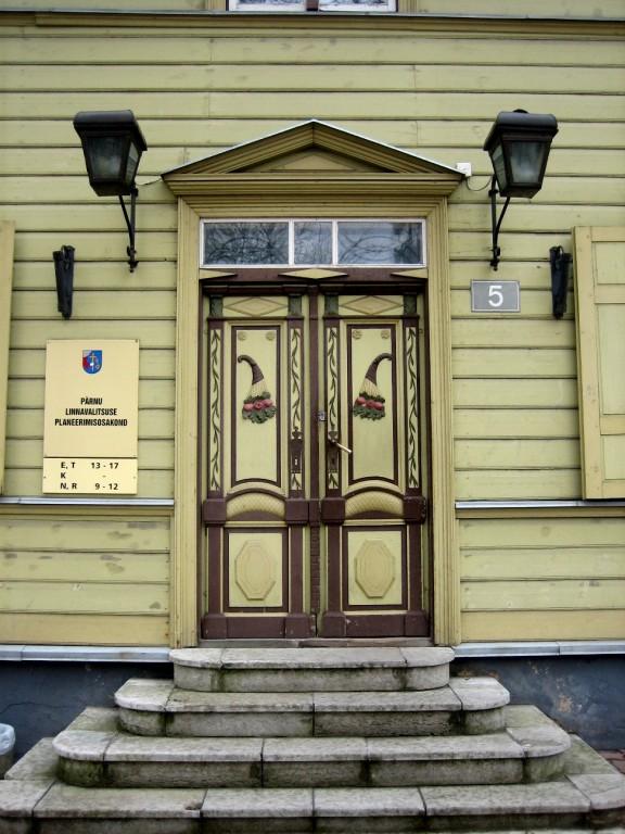 Uus tn 5 välisuks  Autor Liina Hansen  Kuupäev  24.04.2007