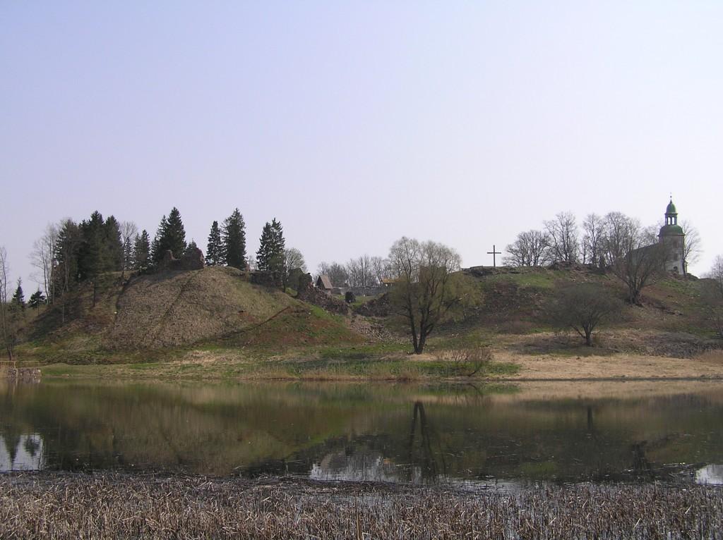 Vaade Karksi ordulinnusele paisjärve poolt Autor Martti Veldi 2009