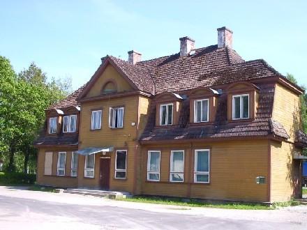 Raudteejaama tagafassaad    Autor Rita Peirumaa    Kuupäev  26.07.2004