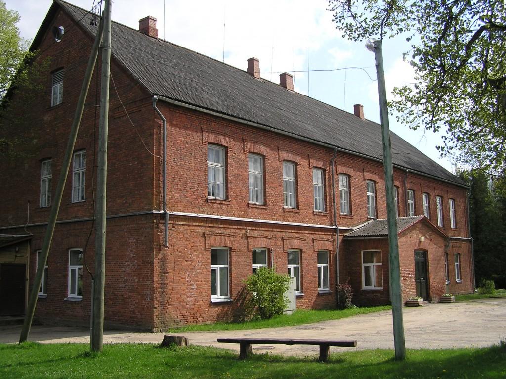 Koolimaja hoovipoolne külg  Autor Martti Veldi  Kuupäev  13.05.2008