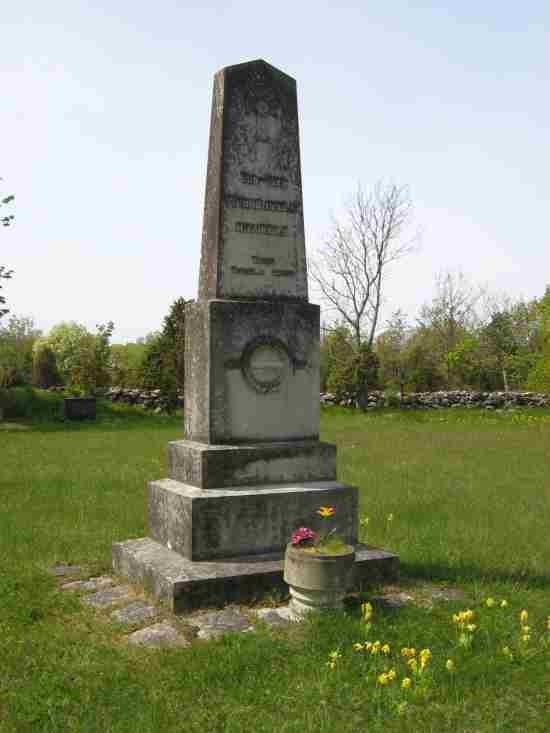 Vabadussõja ausammas Kihelkonna kalmistul. Foto: R. Peirumaa. Kuupäev:  16.05.2008