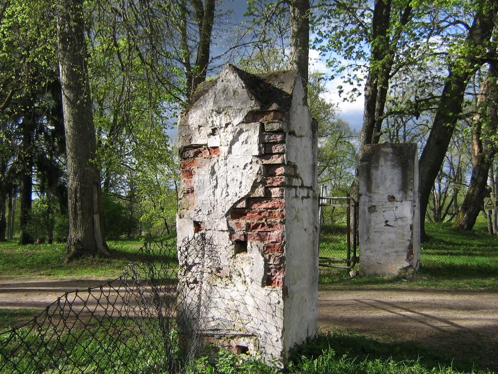 Vaade peavärava postidele Autor Anne Kivi  Kuupäev  08.05.2008
