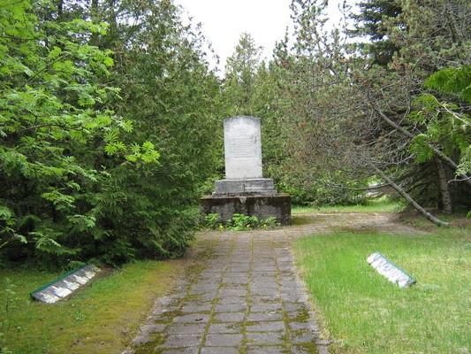 II maailmasõjas hukkunute ühishaud, reg. nr 5769. Foto: I. Raudvassar, kuupäev 19.05.2008