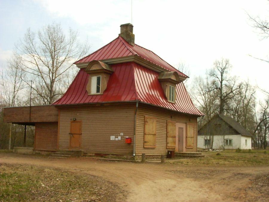 Rasina mõisa peahoone säilinud osa  01.11.2007 Autor Viktor Lõhmus